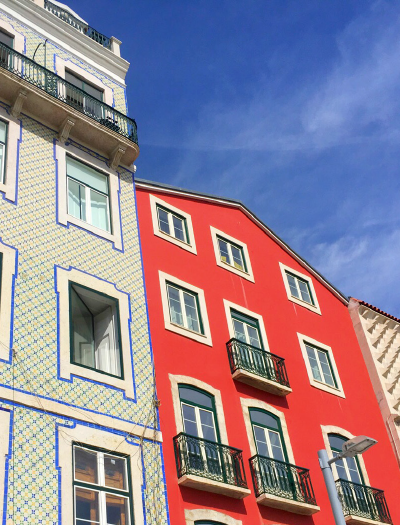 1-awol-lookbook-travel-inspiration-porto-portugal-colorful-red-house