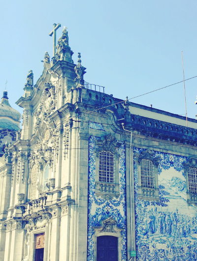 13-awol-lookbook-portugal-collection-travel-inspiration-lisbon-blue-building