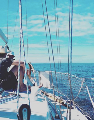 5-awol-lookbook-travel-photo-sailing-blue-sea
