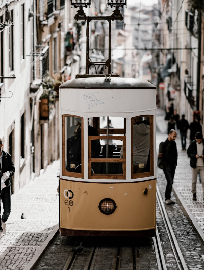 9-awol-lookbook-portugal-travel-inspiration-lisbon-street